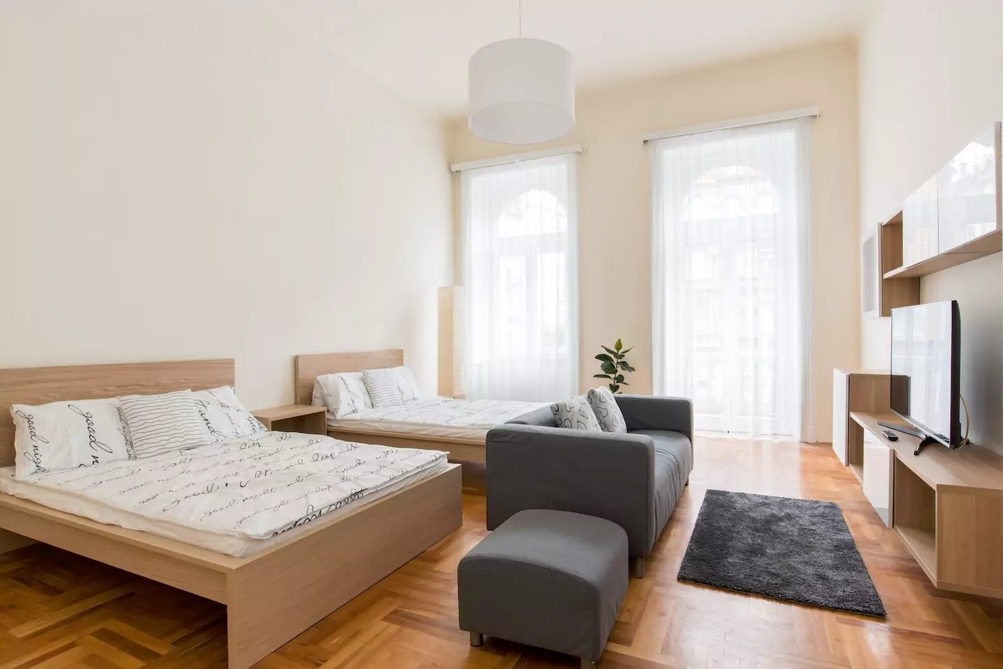 Spacious 3 bedroom 2 bathroom apartment for 6-8 people in ...