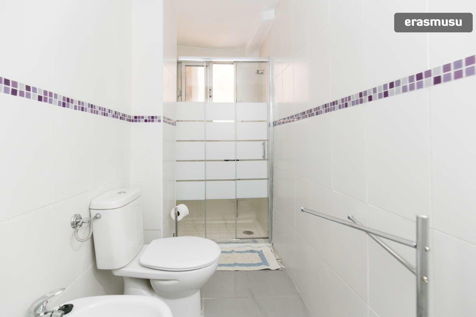 spacious-3-bedroom-apartment-rent-realejo-c7424bbeb1d18e44683a0e