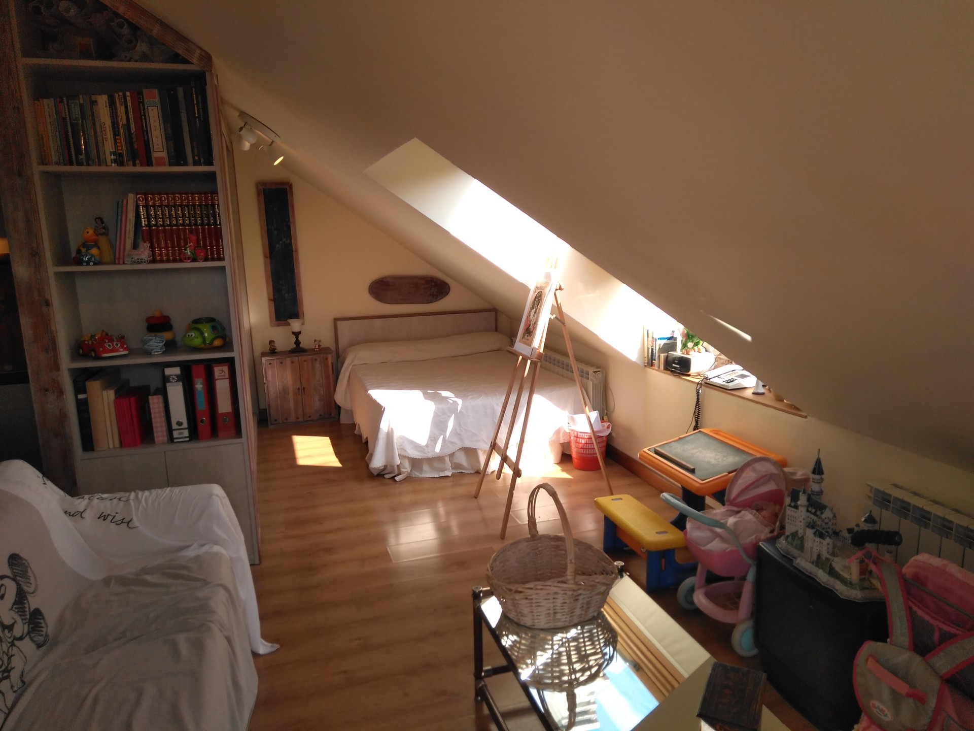 Spacious 40m2 And Well Decorated Attic