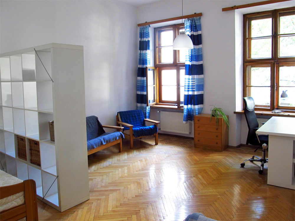 spacious-apartment-2-students-grodzka-street-heart-old-town-0a1c2eb69a44ab8b4a0245d884f00cc4