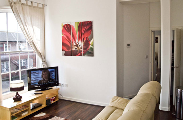Spacious bright studios and en-suite rooms near the University o
