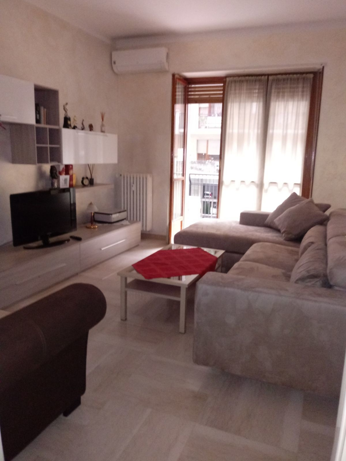 Spacious comfortable private room in shared apartment