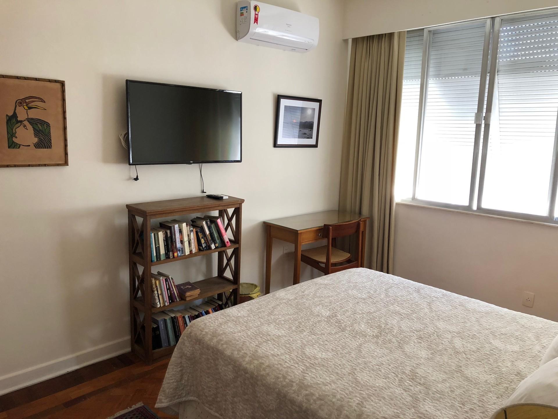 spacious-comfortable-safe-room-copacabana-a63b2af8f13b81b10df5536c1ac483a6