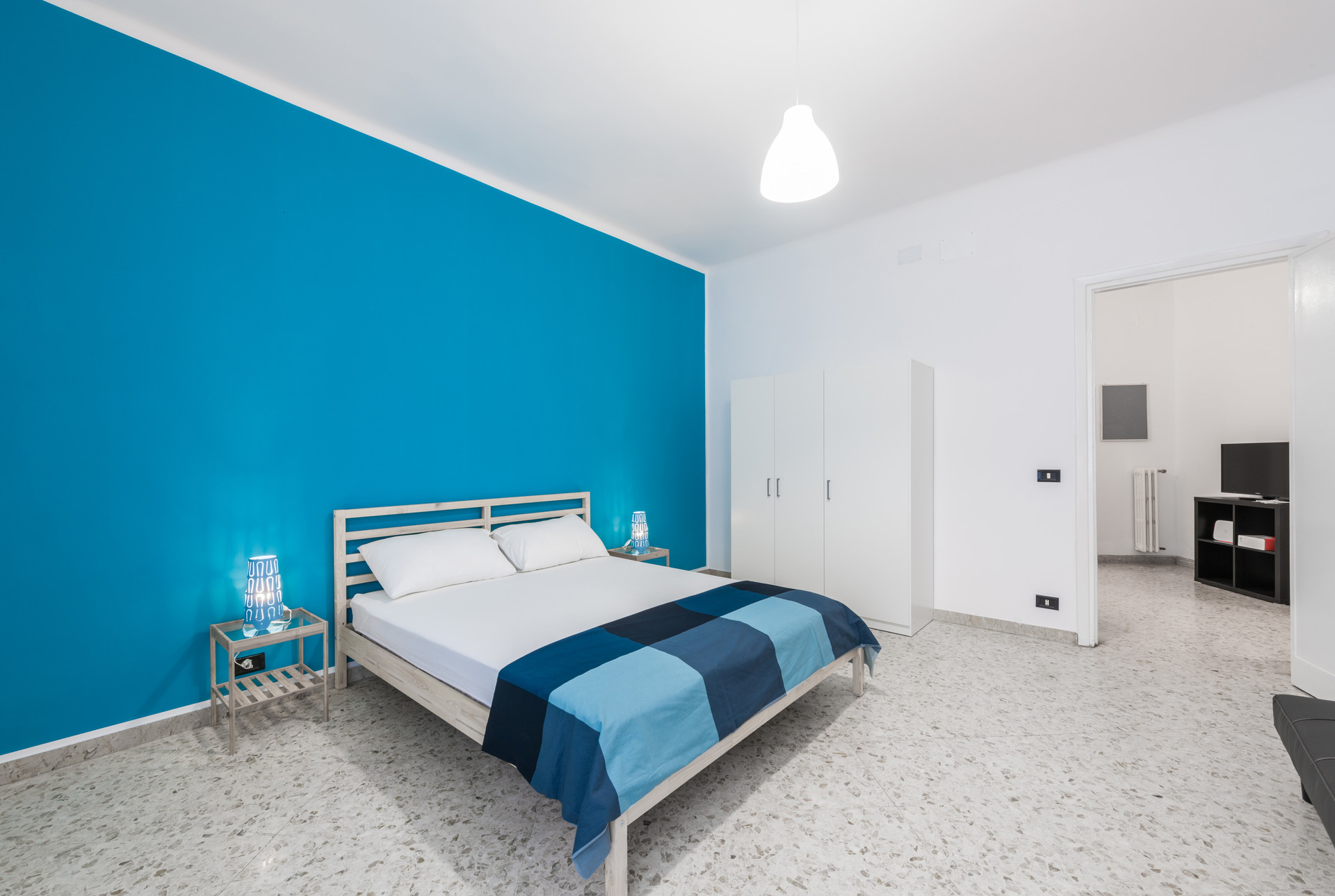 ... Spacious and confortable bedroom in really nice and luminous sha ...