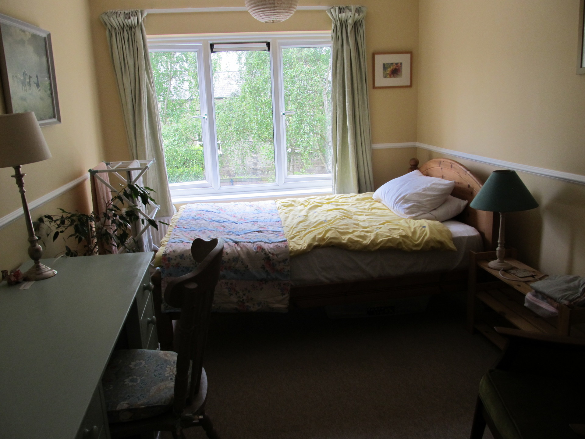Spacious double room-with-a-view in city centre