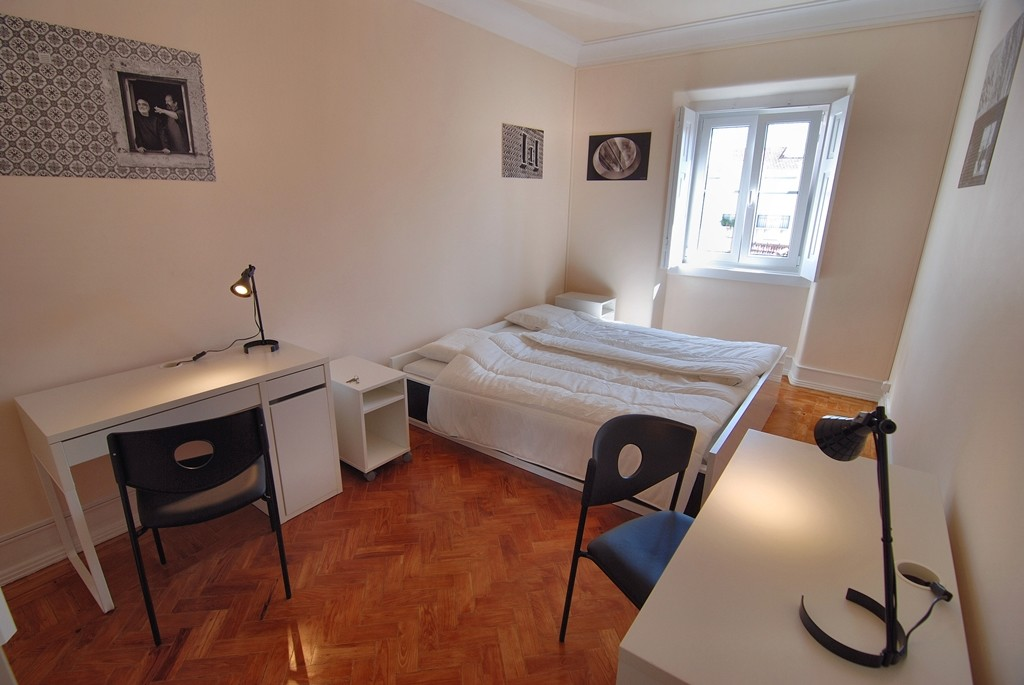 Rooms: Spacious Double Rooms Near City Centre And University