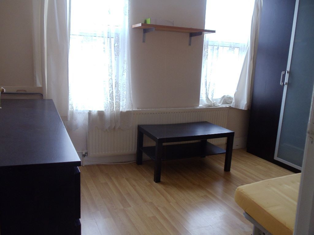 Spacious one bedroom apartment for rent in bologna flat rent bologna for Spacious one bedroom apartment