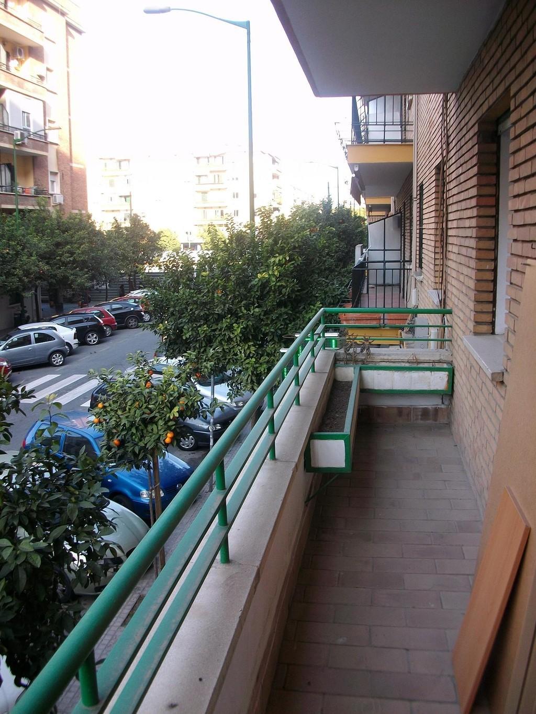 Spacious sunny apartment close to reina mercedes campus for Apartments near mercedes benz stadium