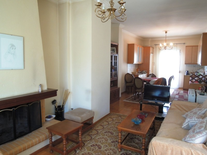 Spacious Sunny Flat in the Centre