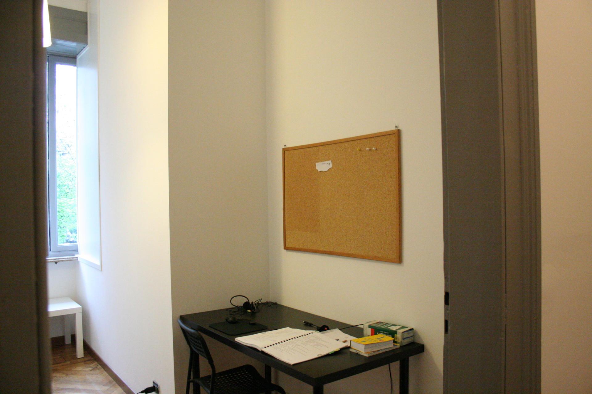 Stanza di 14 m2 con terrazzo coperto e scoperto in centro - Terrazzo coperto ...