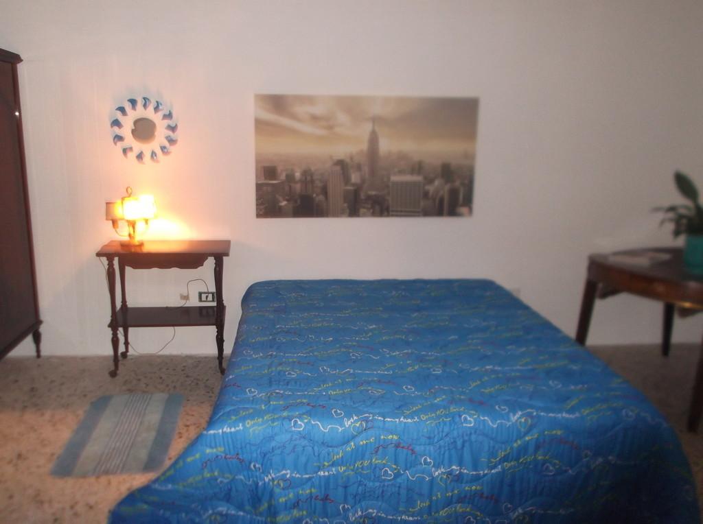 stanza-grande-letto-lecce-6d9904b32e1bc0