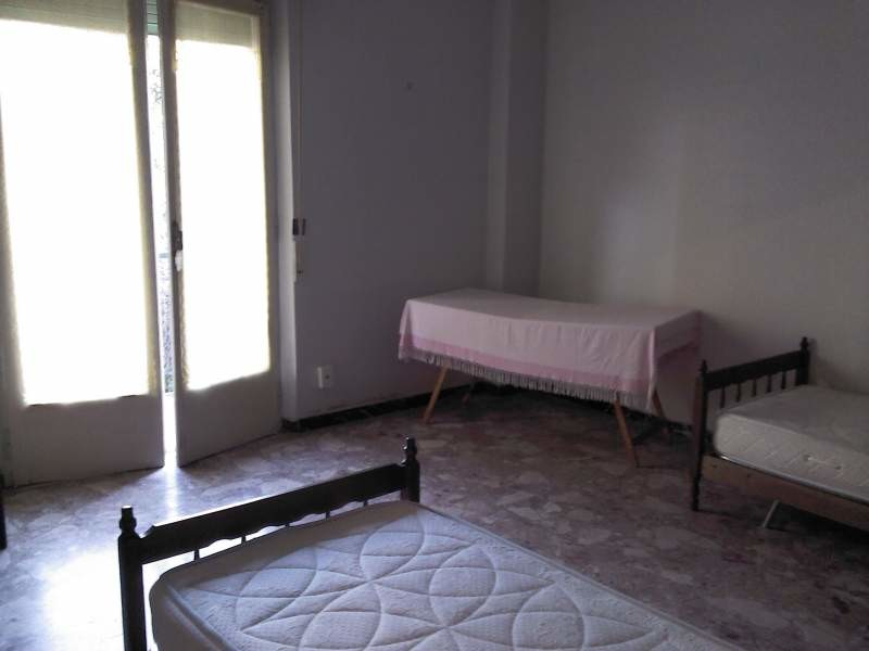 stanza grande e luminosa con due letti singoli