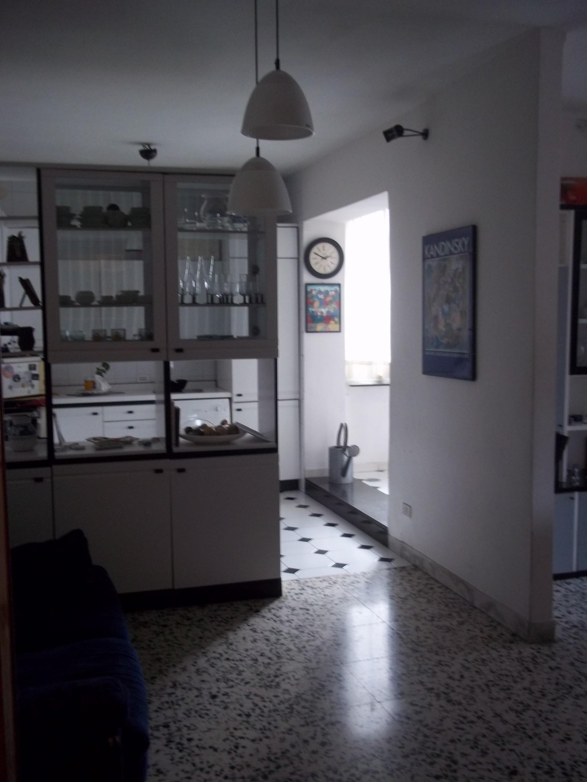 Stanza in appartamento luminoso con terrazzo nel centro di Napoli ...