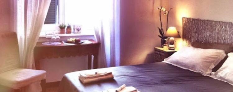 Stanza matrimoniale uso singola luminosa in centro a Genova
