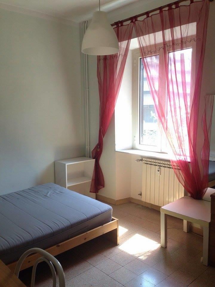 Stanza singola 380 letto piazza e mezza ikea roma la sapienza stanze in affitto roma for Ikea letto 1 piazza e mezza