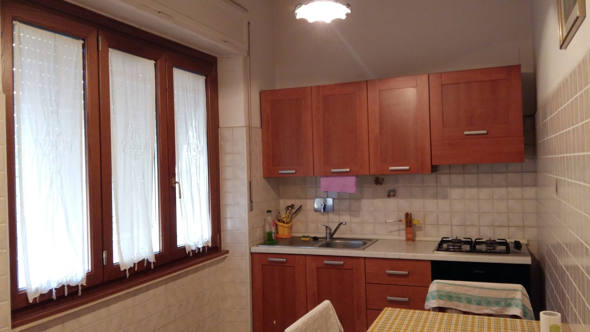 Stanza per studente ragazzo in via fibreno stanze in for Stanza roma affitto