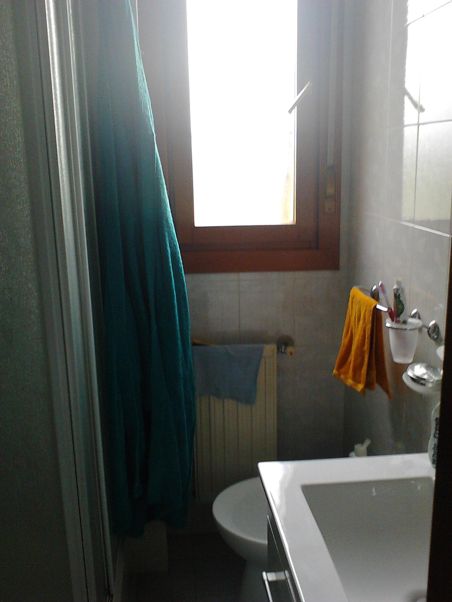 Stanza singola luminosa e arredata con bagno privato only girls residenze universitarie roma - Stanza con bagno privato roma ...