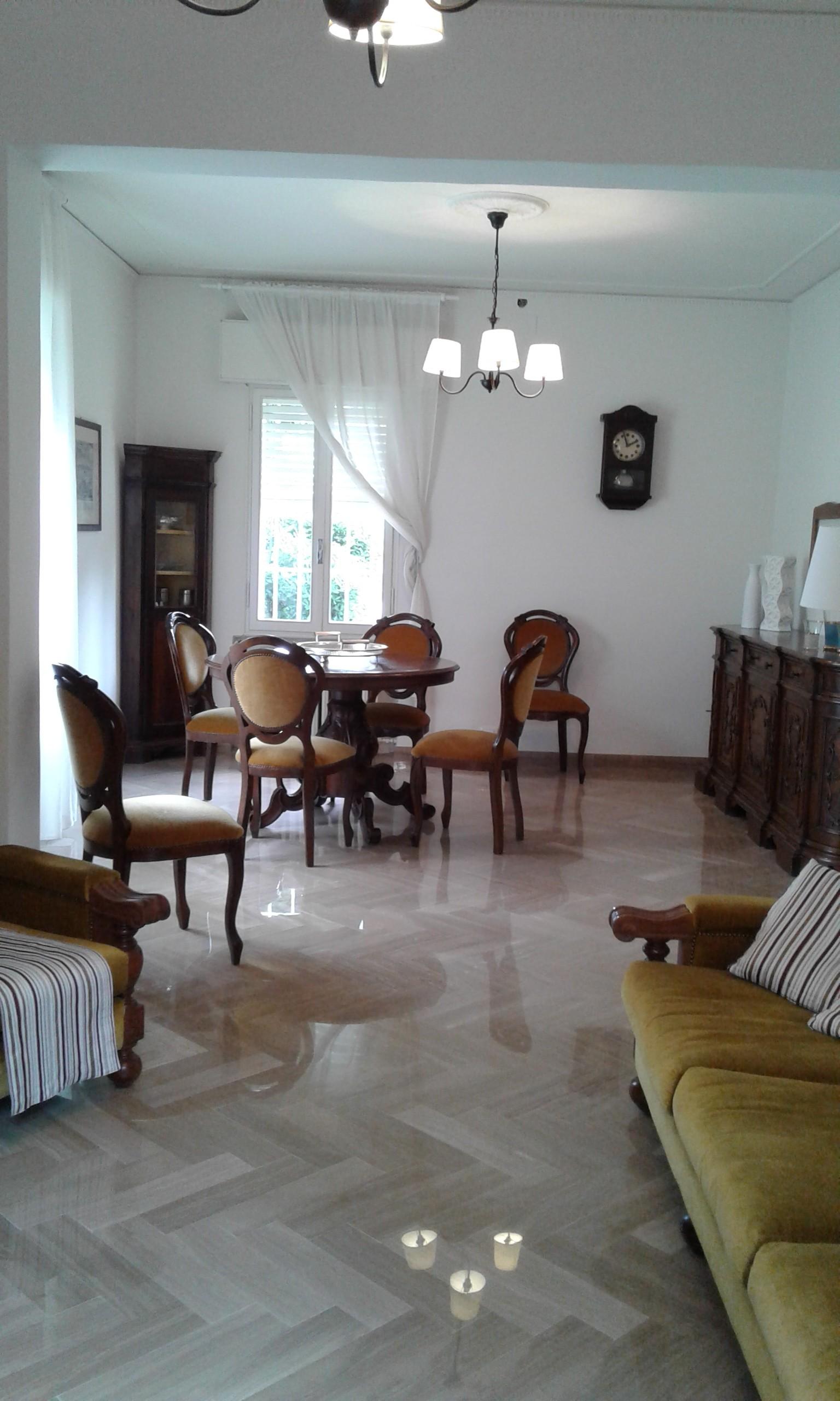 stanza + studio in villetta indipendente con giardino