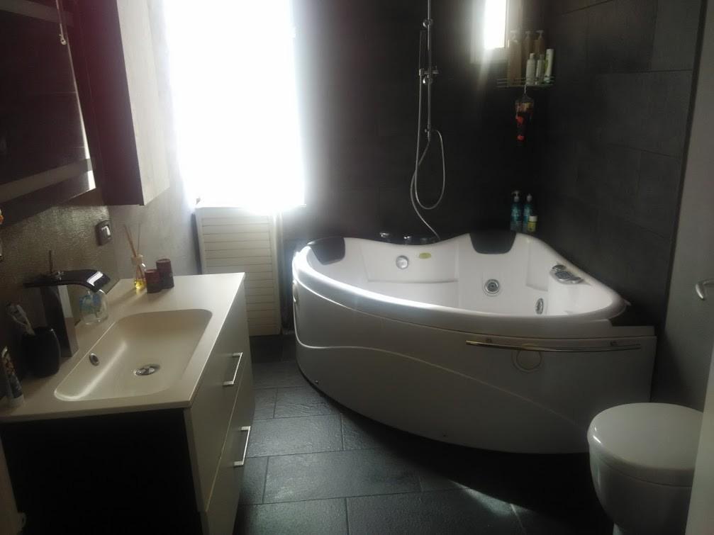 Stupenda stanza in affitto lungui periodi stanze in for Stanza roma affitto