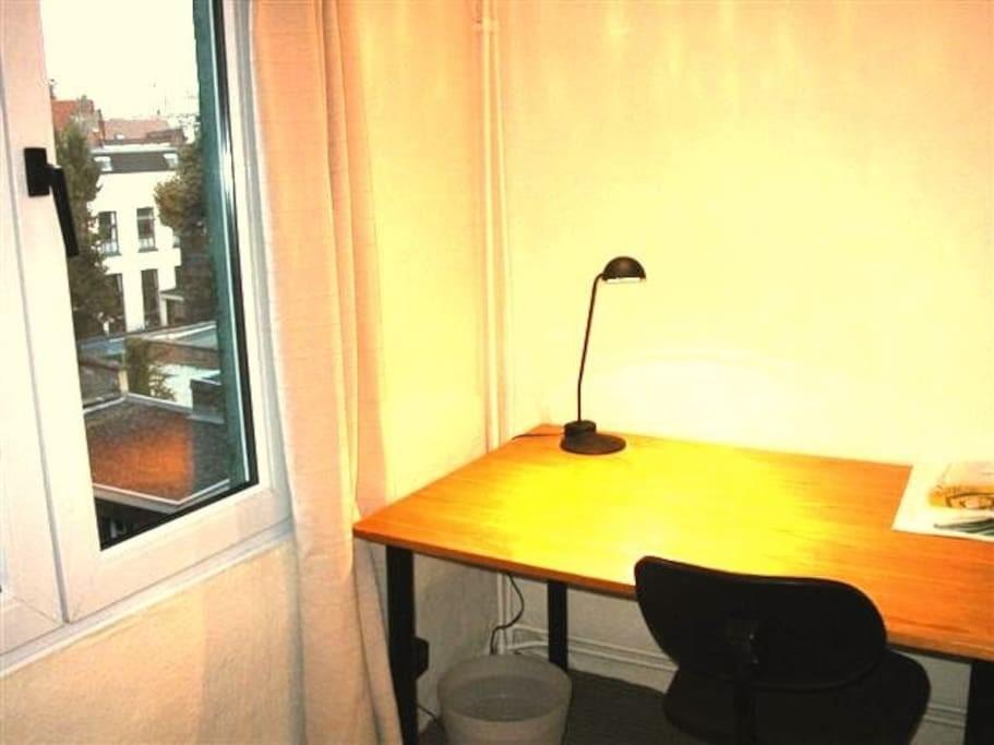student-bedroom-antwerp-c2dc60b94862001cbee63548d64b092b