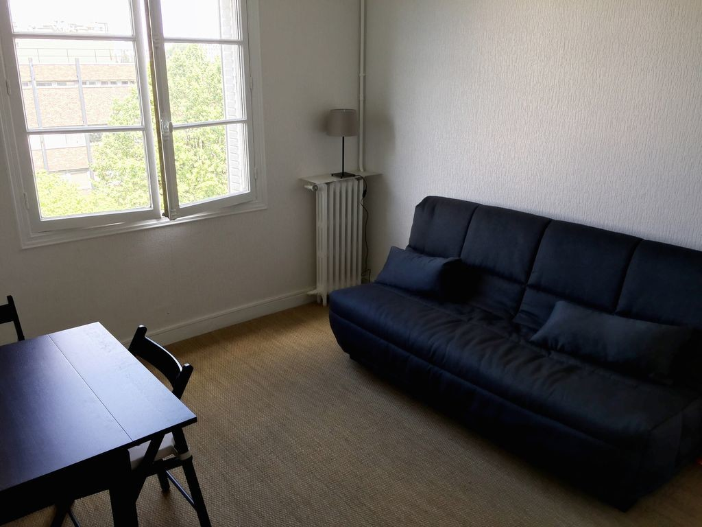 studio 25 m2 light bright room for rent paris. Black Bedroom Furniture Sets. Home Design Ideas