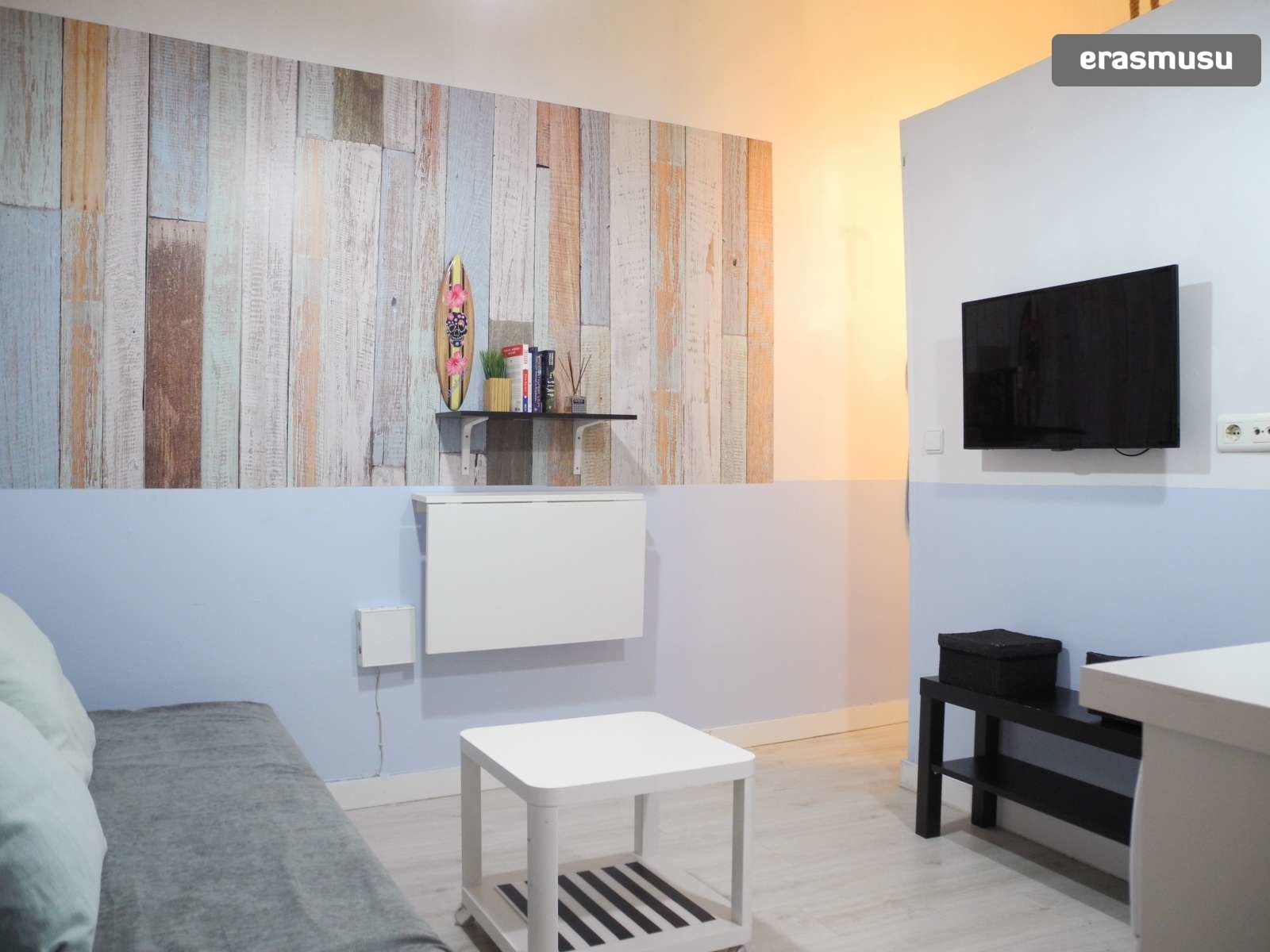 Picture of: Studio Apartment With 2 Single Beds For Rent In Centro Rent Studios Sevilla