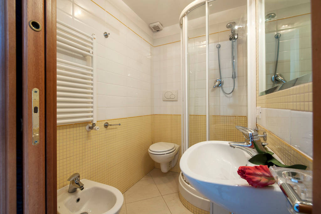 Studio Apartment Bathroom studio apartment with kitchen and private bathroom | rent studios rome