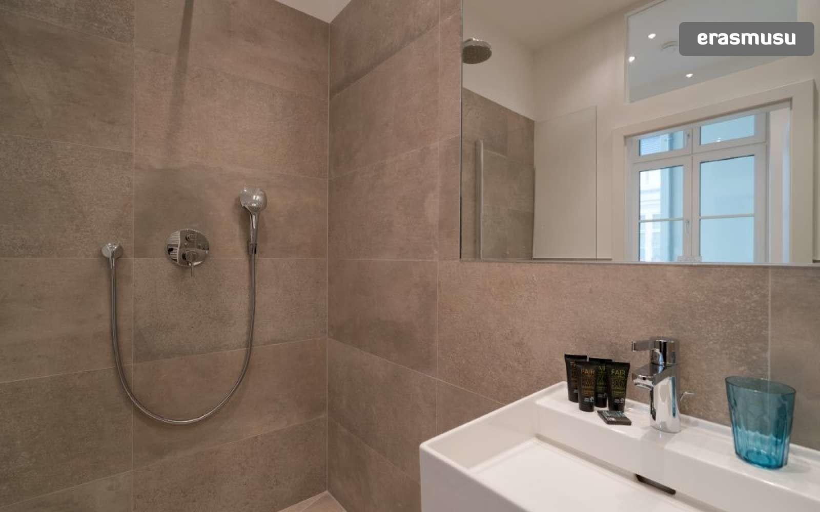 studio-apartment-rent-landstrase-aa608e87da846c3d8ee45f02fec0f7a
