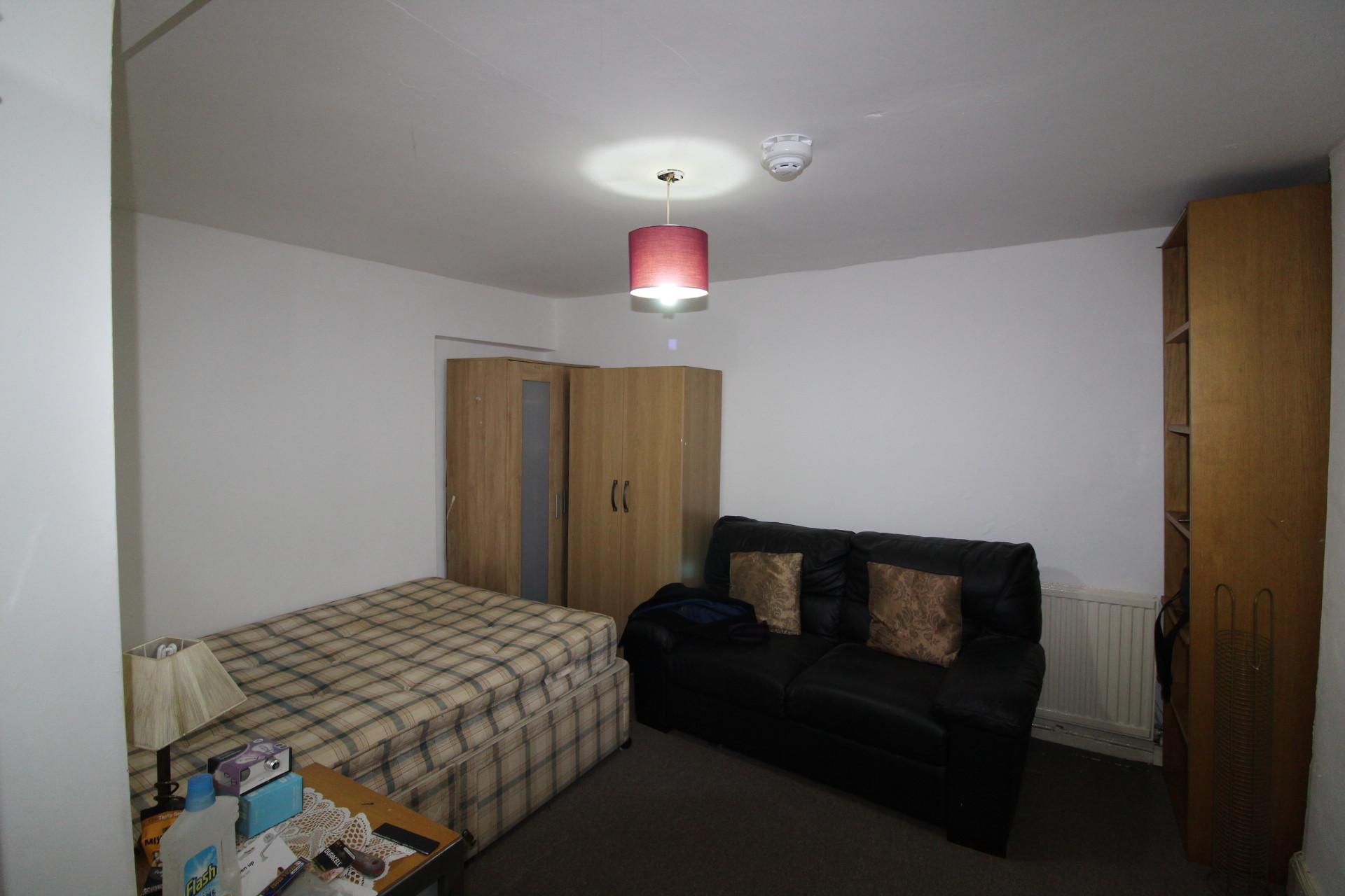 Studio Flat to rent in Streatham Common