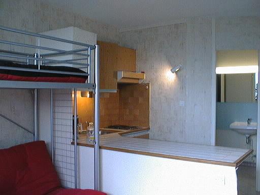studio meubl 22 m tr s lumineux location studio grenoble. Black Bedroom Furniture Sets. Home Design Ideas