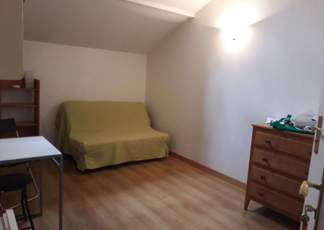 Studio meublé sous les toits 16m2 13010