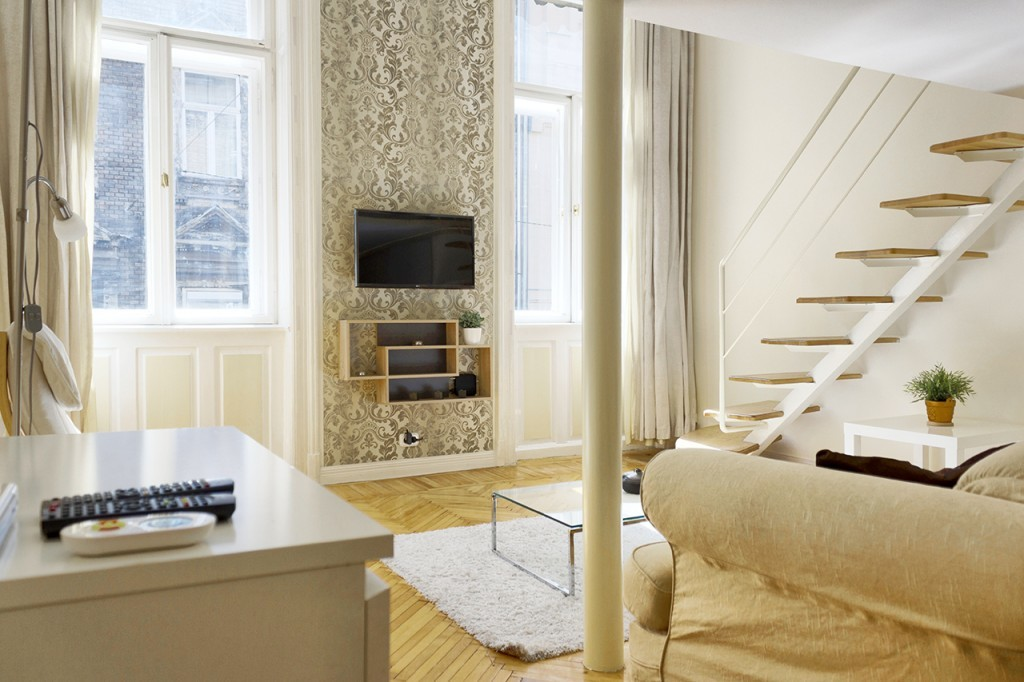 Studio with mezzanine, in the city center, near to Oktogon | Flat rent ...