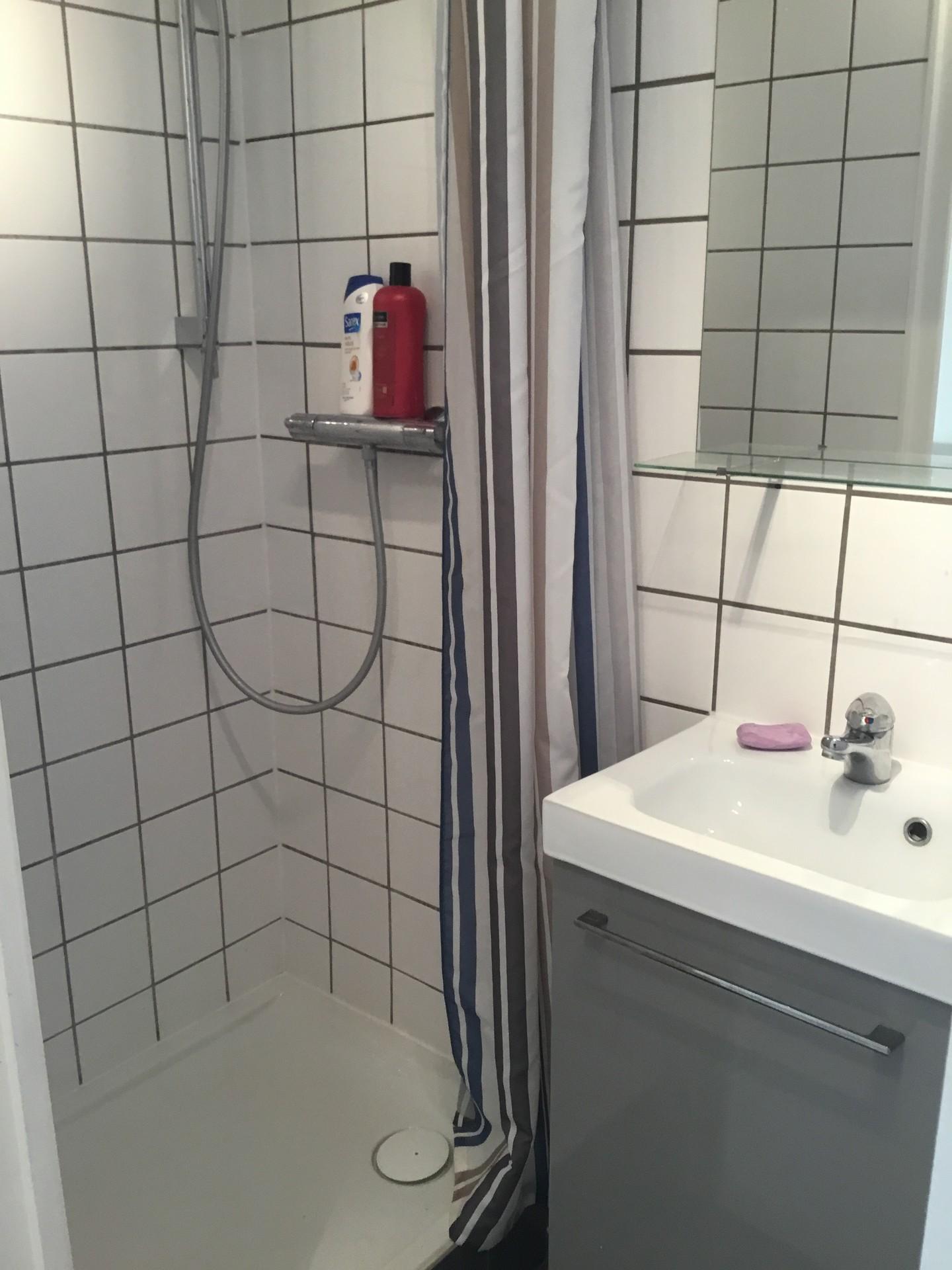 ... Studio Paris 7 Near Eiffel Tower 18 M2 With Toilet Shower Kitche ...