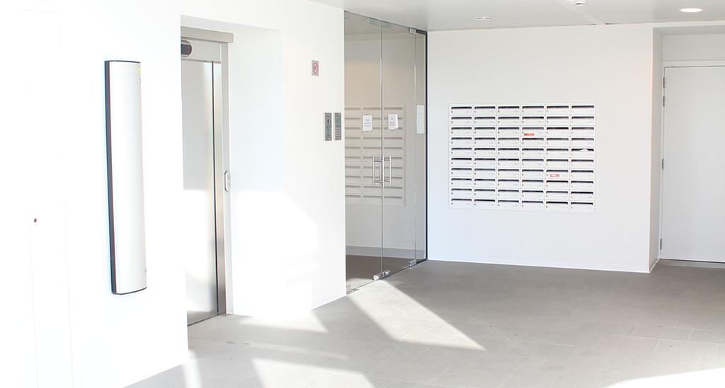 Studio with private bathroom, private kitchen and private skyline-balcony!