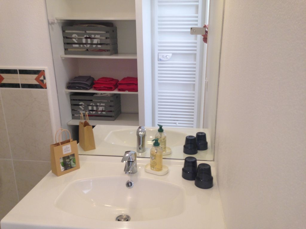 Studio with terrace, quiet, close to downtown, in residence with