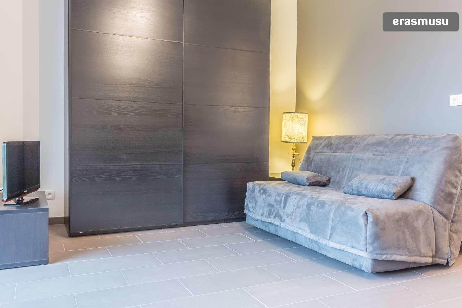 stylish-secure-studio-terrace-fourviere-hill-lyon-1509037c6821e3