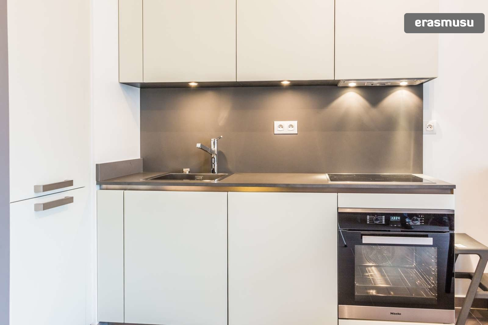 stylish-secure-studio-terrace-fourviere-hill-lyon-a53be2ddef3a80