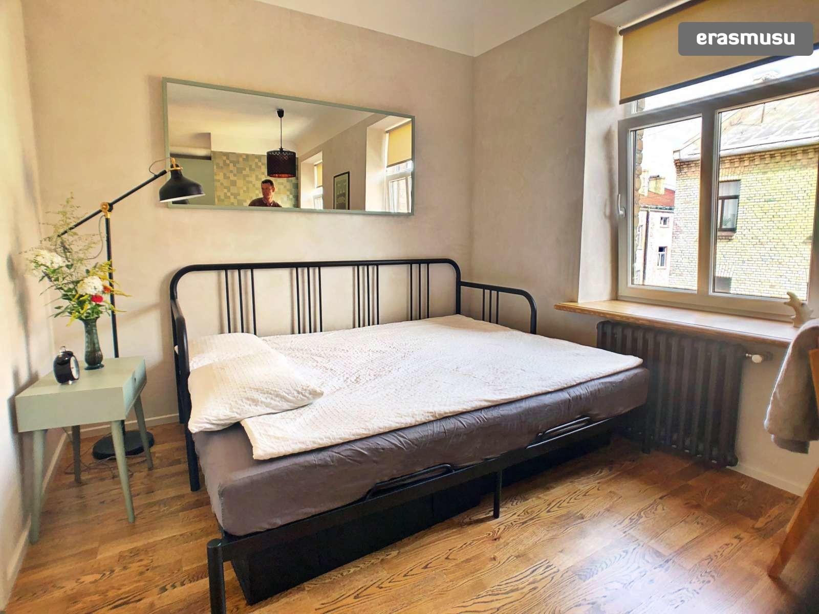 stylish-studio-apartment-rent-grizinkalns-9b57051294247c609ef18f