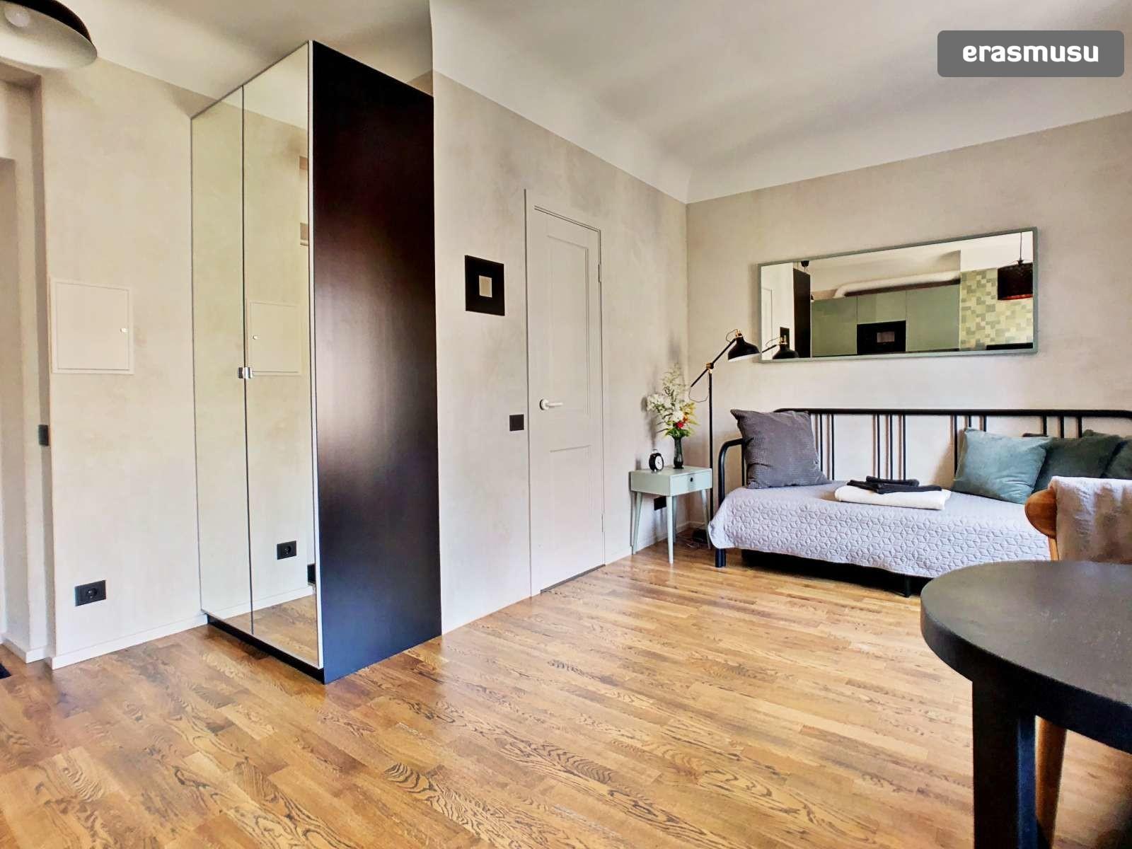 stylish-studio-apartment-rent-grizinkalns-f62de0967dc9227403c1d2
