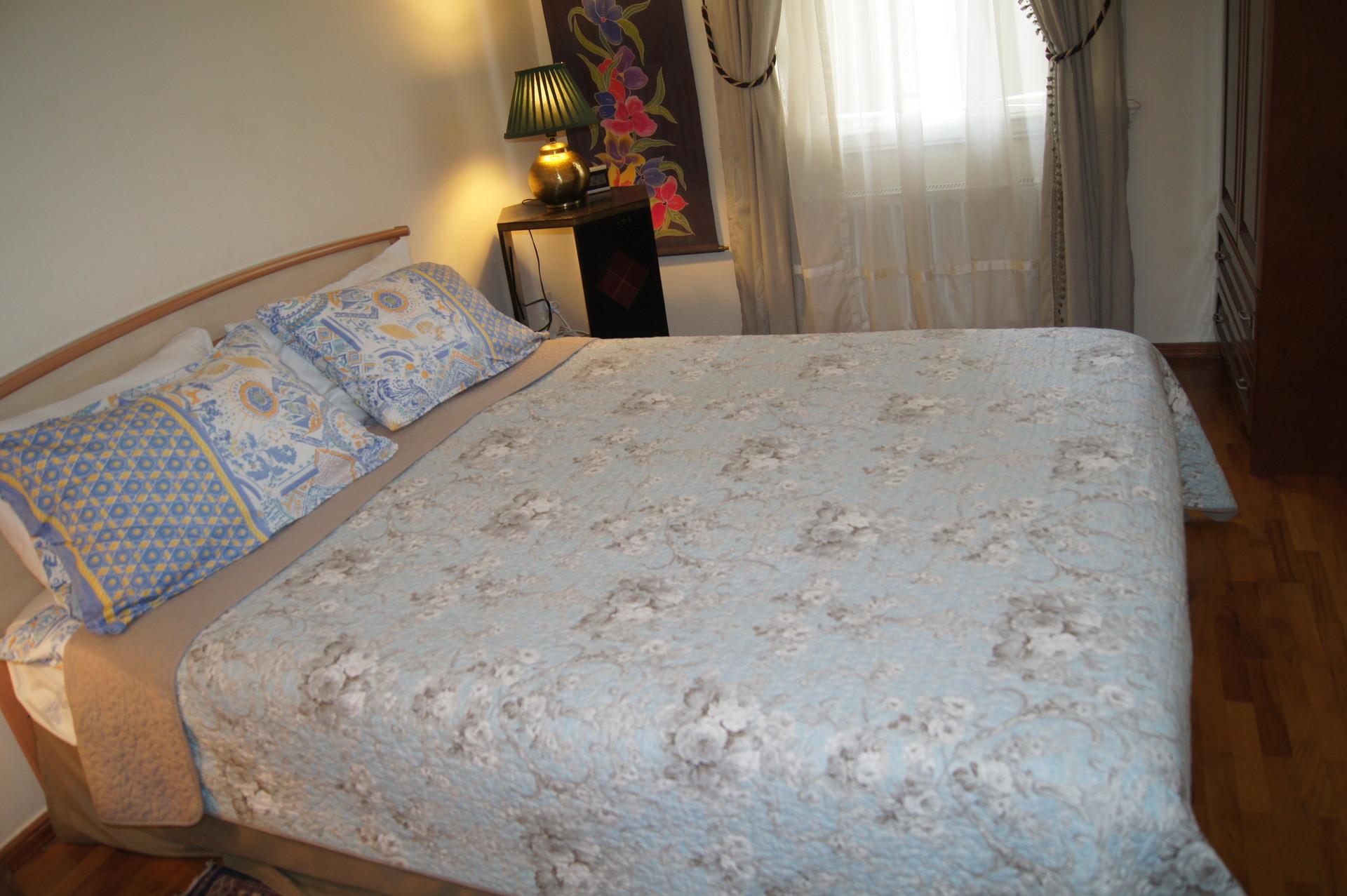 sunny-3-bedrooms-apt-city-center-baku-0c