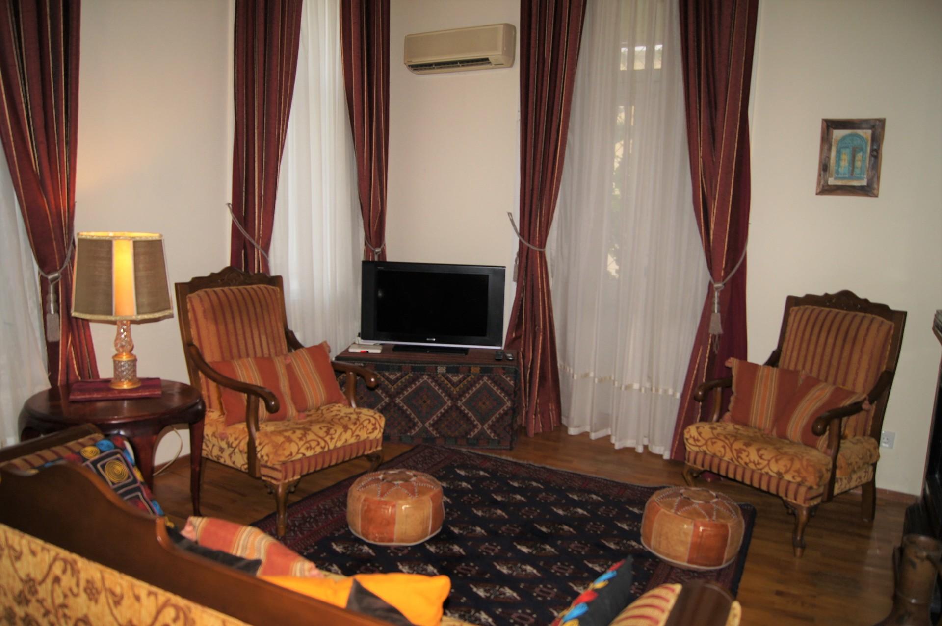 sunny-3-bedrooms-apt-city-center-baku-2c