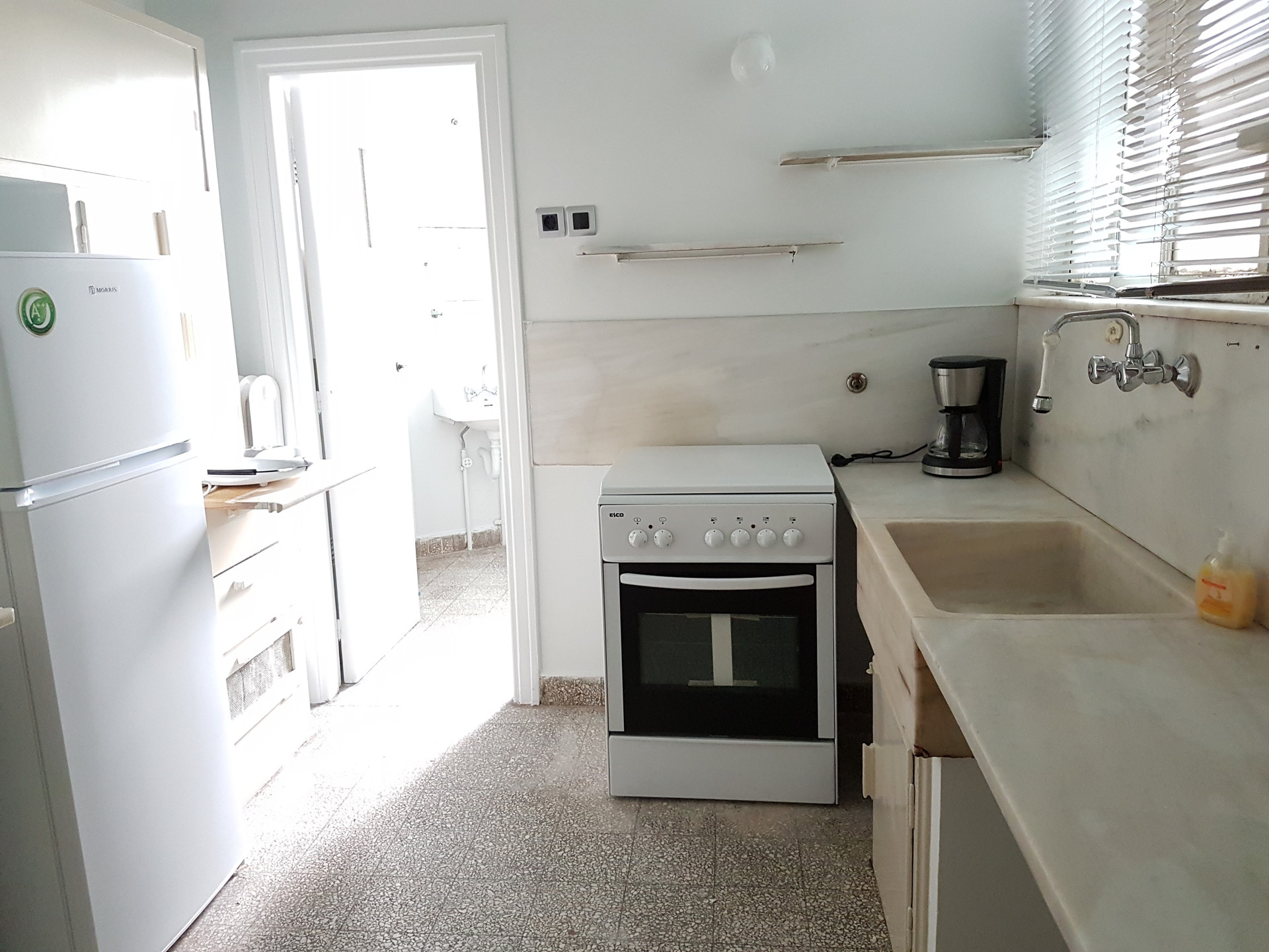 Sunny big classy 20m2 room with a balcony in a very for Balcony kitchen