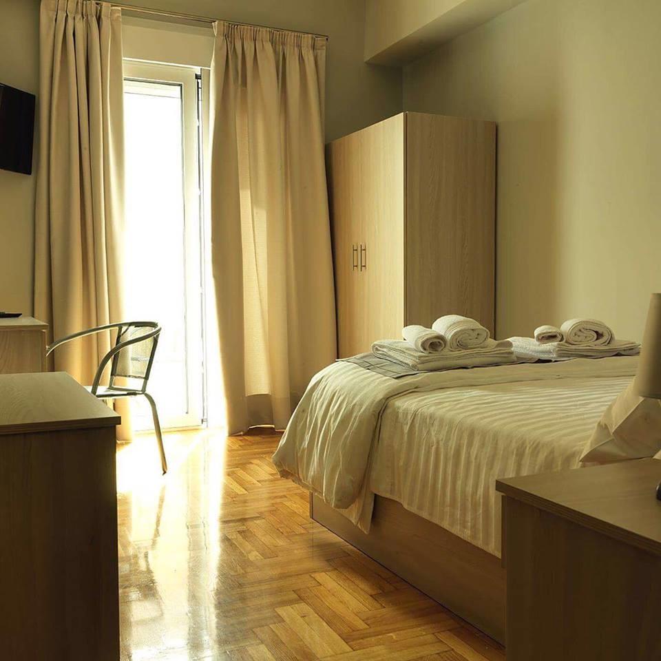 sunny-comfortable-studio-center-6443621a