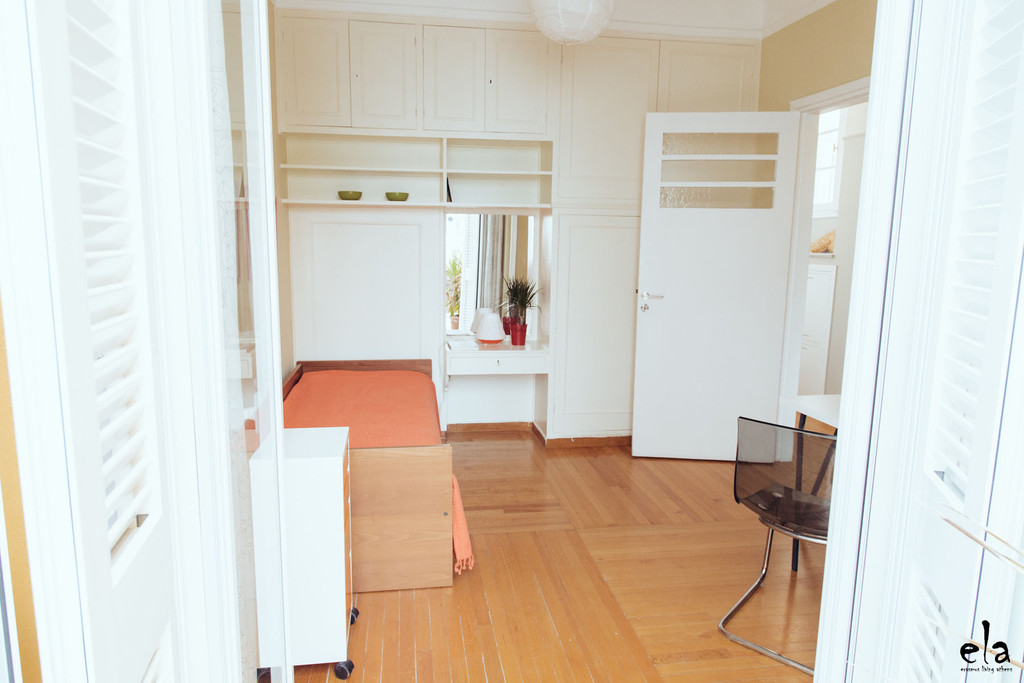 sunny-cosy-room-central-athens-175m2-appartment-1-min-aueb-balcony-terrace-furnished-a7dc3b580f7f0ac786ec5334fca85fe9.jpg