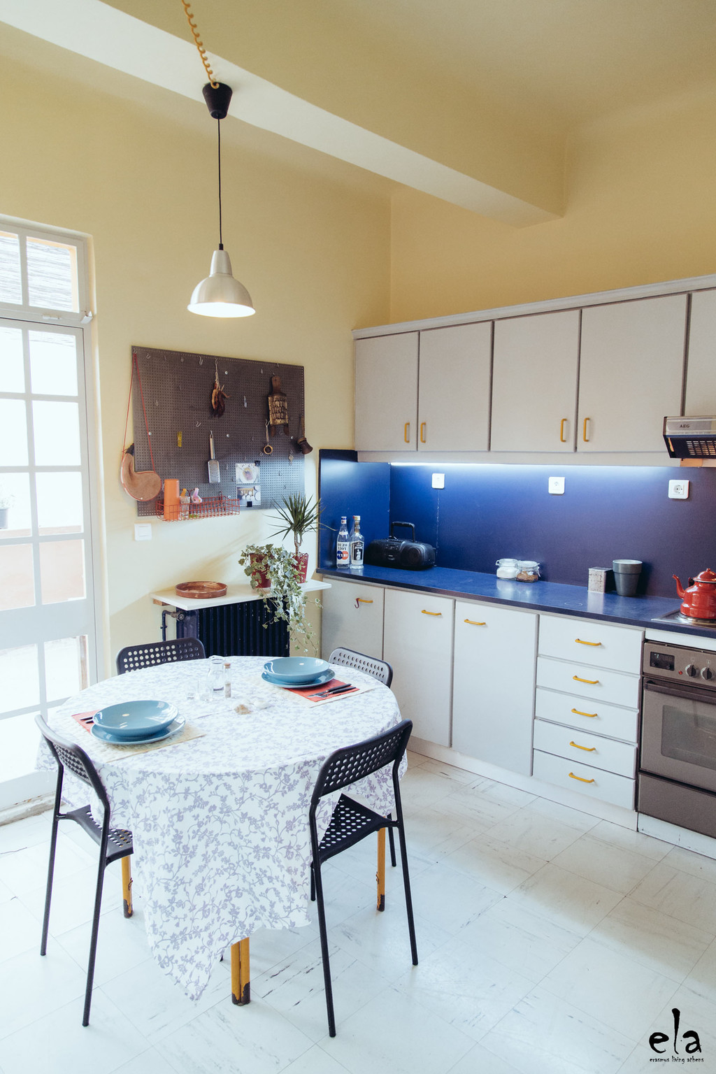 sunny-cosy-room-central-athens-175m2-appartment-1-min-aueb-balcony-terrace-furnished-b892371ee522373f55dd94cadde95d2a.jpg