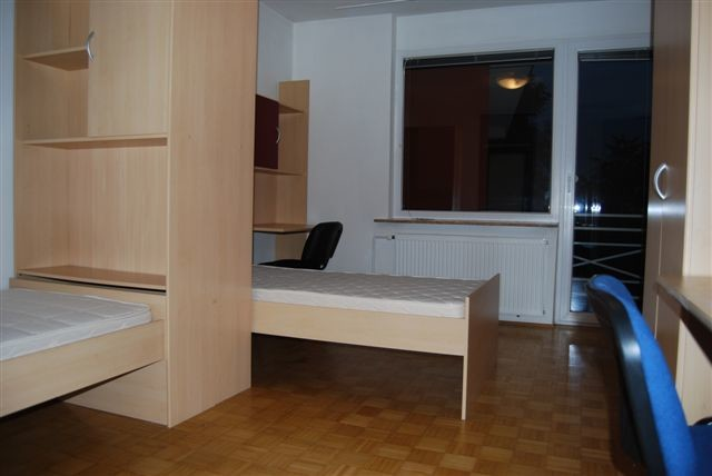 Sunny double room (also single use) with exit to big balcony