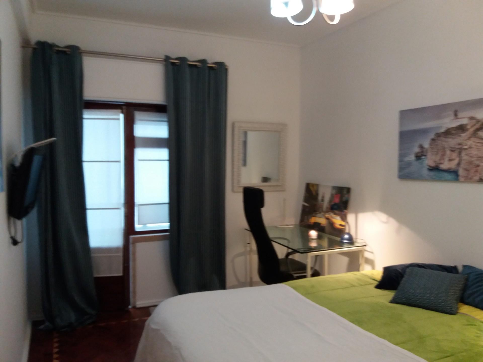 Sunny room, big apartment, three rooms, three girls