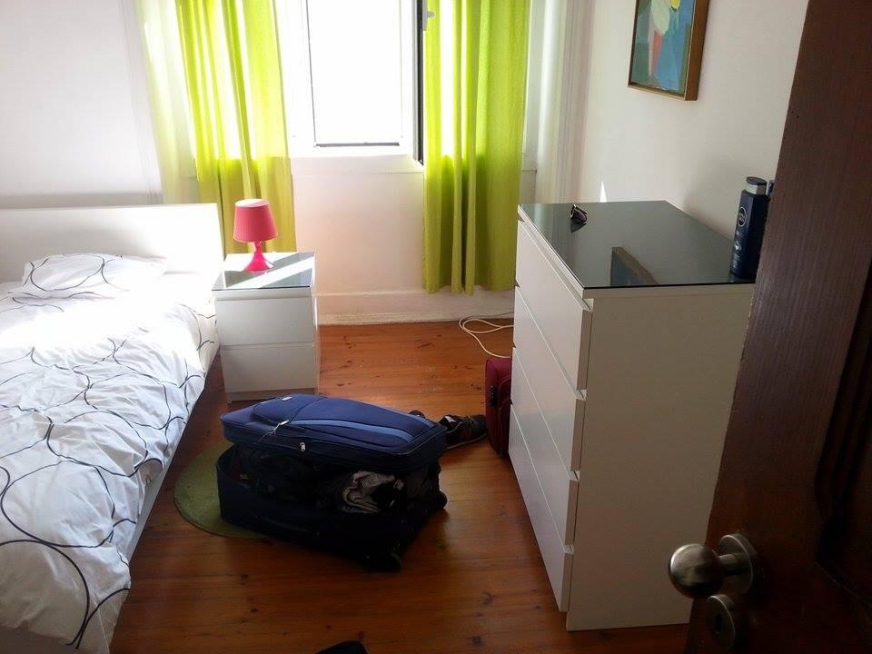 sunny-room-comfortable-apartament-ec35d26f6b2464982eb1bf159c3b5984