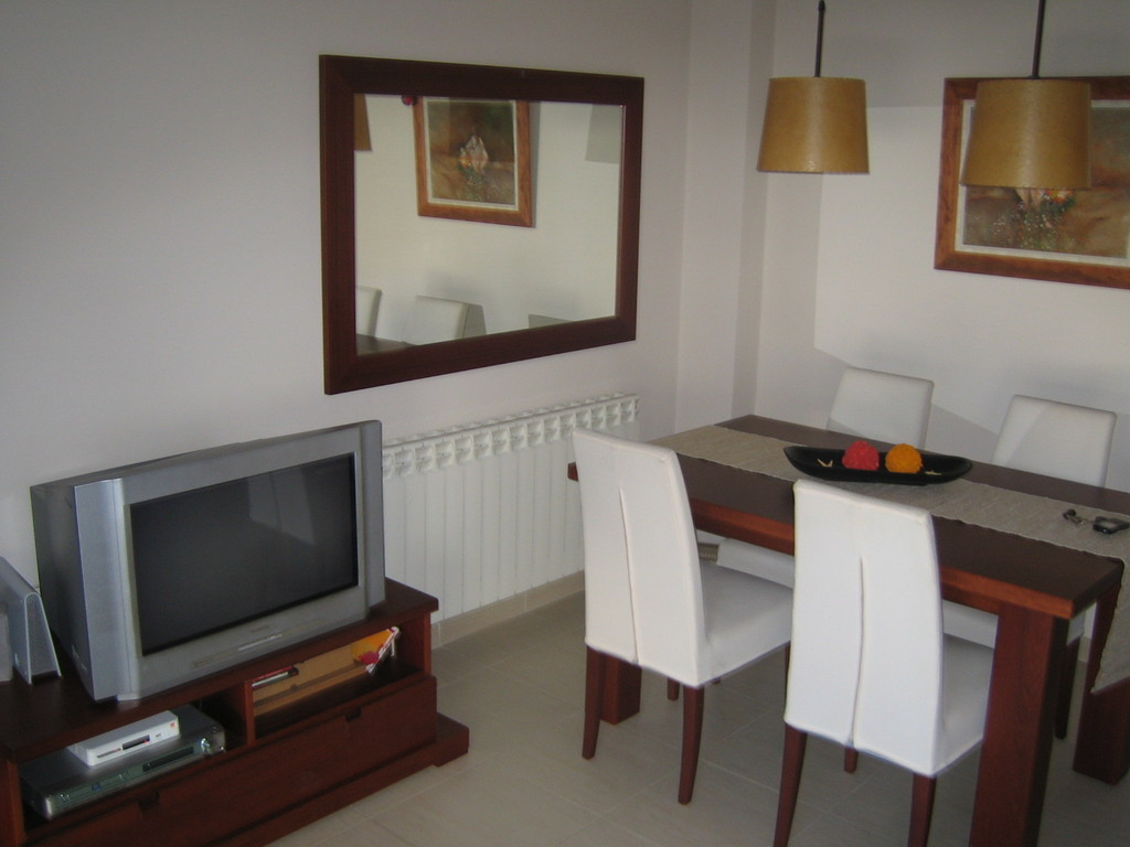 ... Sunny Room To Rent In A Shared Flat In Terrassa City Center (Bar Part 41