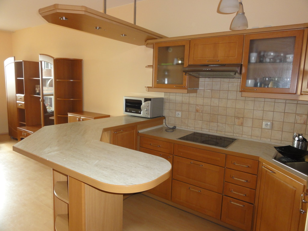 sunny single room apartment in wroclaw. great location :) | rent